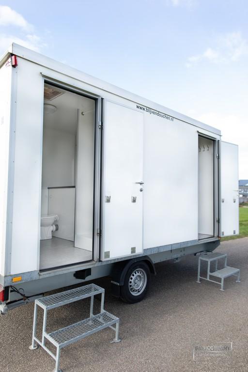 Dubbele mobiele badkamer met boiler