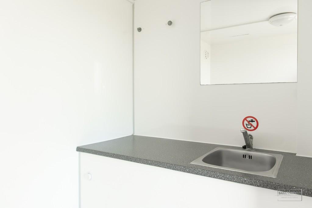 Dubbele mobiele badkamer met geiser