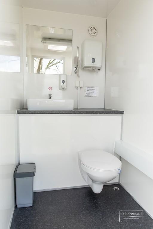 toiletwagen geschikt voor 75 personen