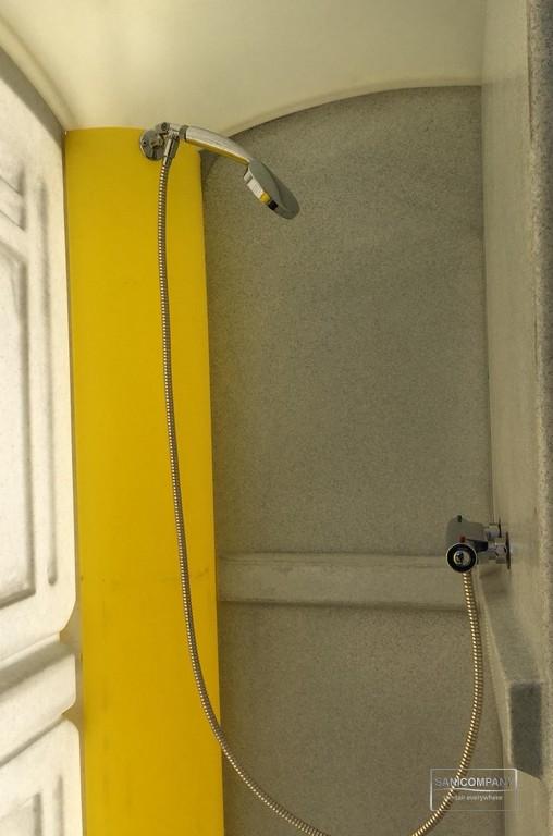 Mobiele douchecabine voor evenementen met boiler