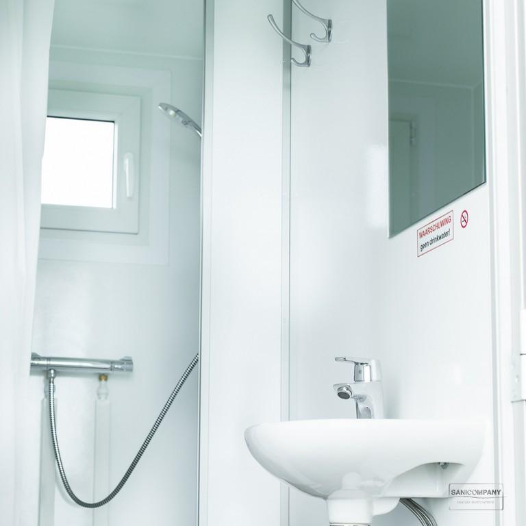douchewagen 4-persoons met geiser
